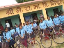 छात्राहरूलार्इ साइकल वितरणा काे तस्वीर